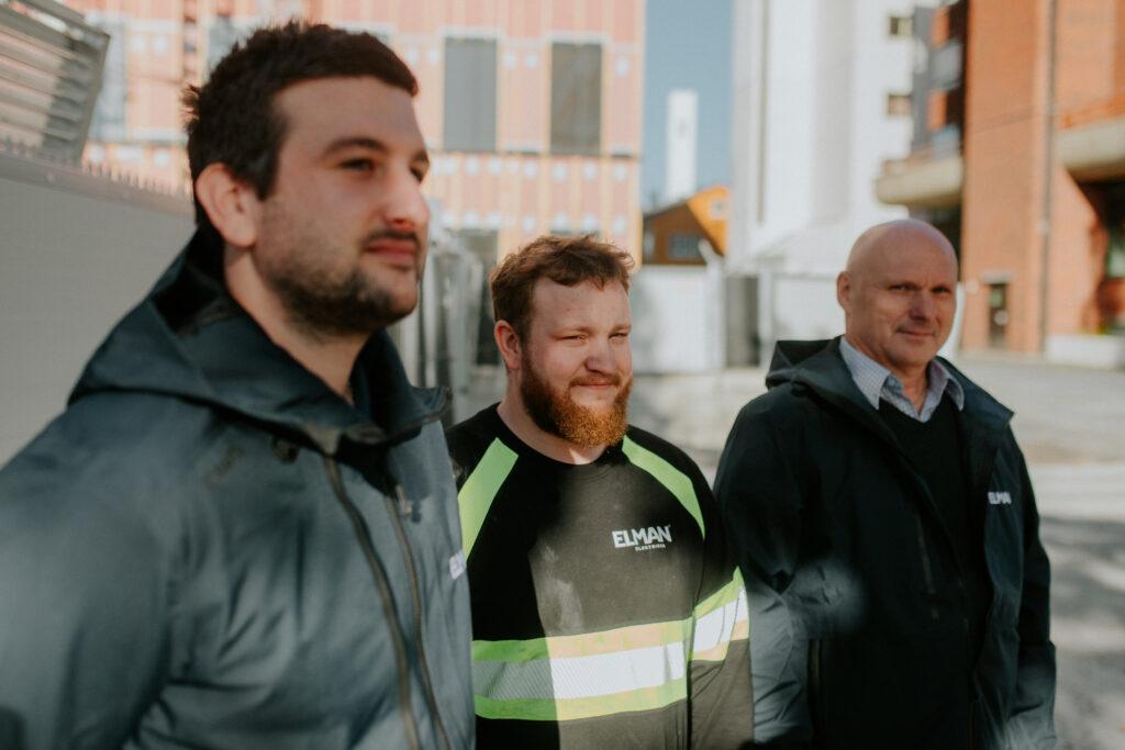 SER LYST PÅ FREMTIDEN: - Elman Steinkjer opplever veldig god aktivitet i markedet. Vi har all grunn til å se lyst på fremtiden, fastslår Damir Momic, daglig leder, Steinar Hammervold anleggsleder og Erich Huchel, installatør og prosjektleder på O2- huset.
